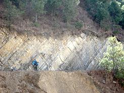 中国・雲南省での野外地質調査のようす